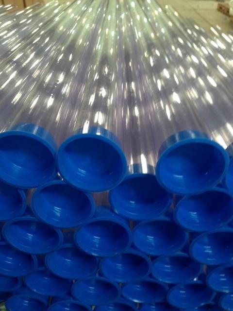 Tubo de plástico transparente
